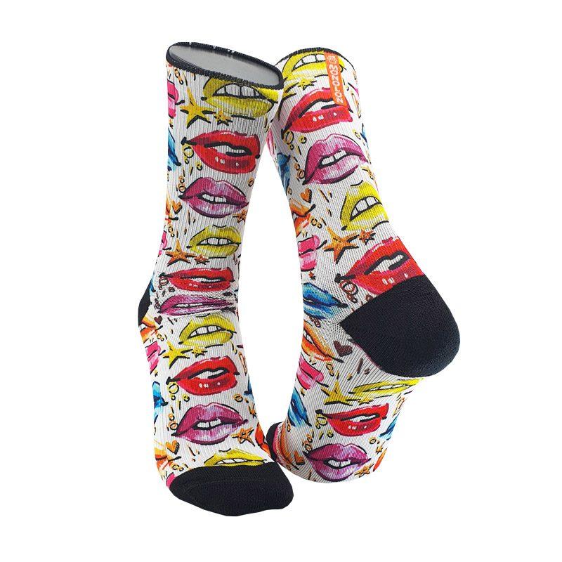 Calcetines-deportivos-con-labios-de-colores